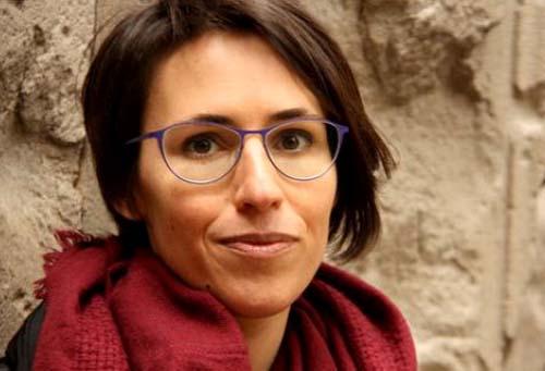 La poetessa Eva Baltasar, guanyadora el 14è premi de poesia Sant Cugat, amb els organitzadors del guardó, el 8 de març del 2016 (horitzontal).